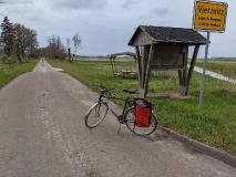 Plattenweg durch ein besonderes Stück Havelland